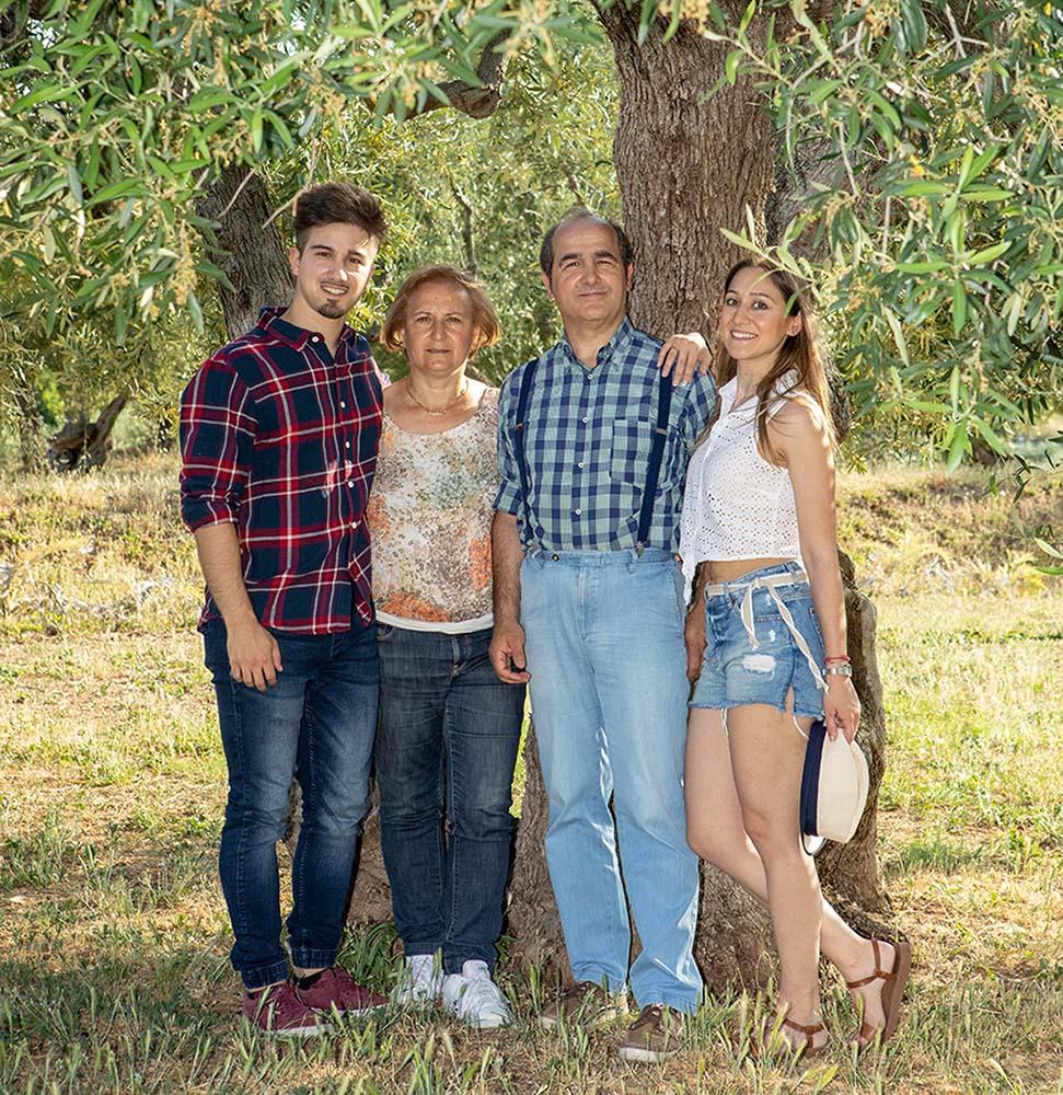 Olivenöl beim Erzeuger: Familie Scarola kaufen, testsieger olivenöle mit hohem Polyphenol-Gehalt aus Italien